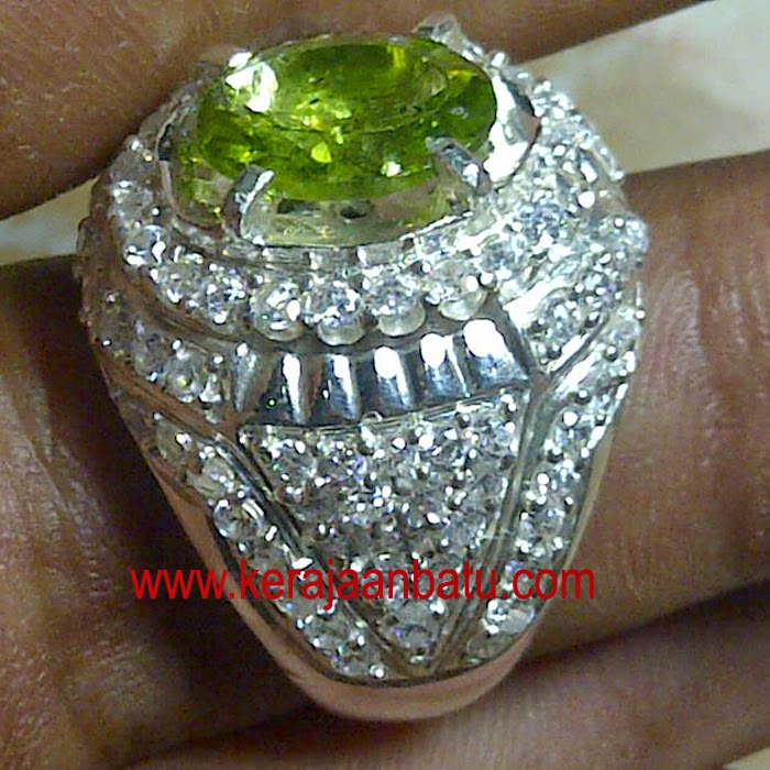 NATURAL GREEN PERIDOT KODE P 922