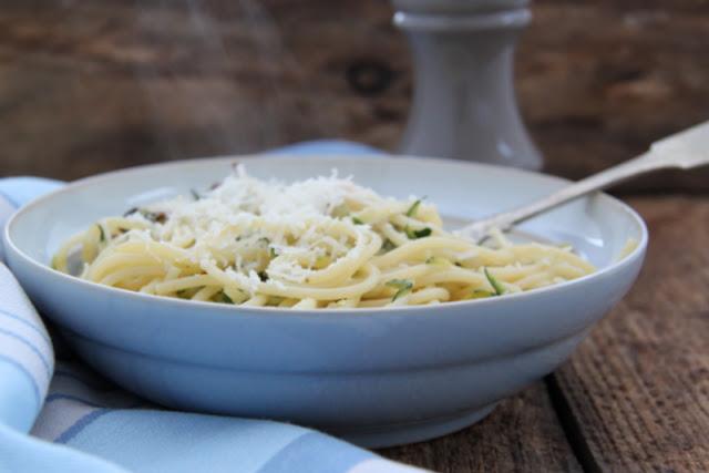 Spaghetti z cukinią i pieczarkami