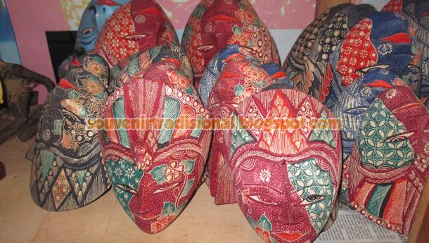 Kerajinan Topeng Batik