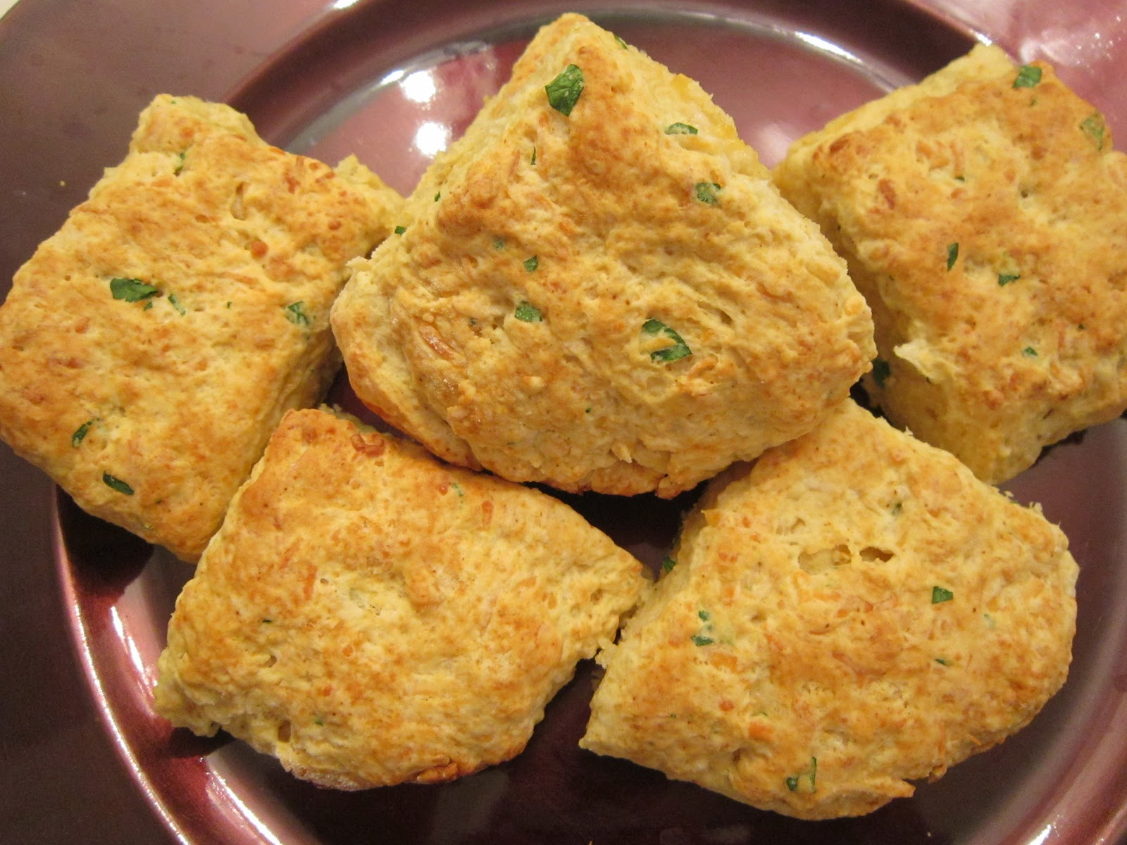 Sweet Beginnings: Daring Bakers: Garlic Cheddar Biscuits