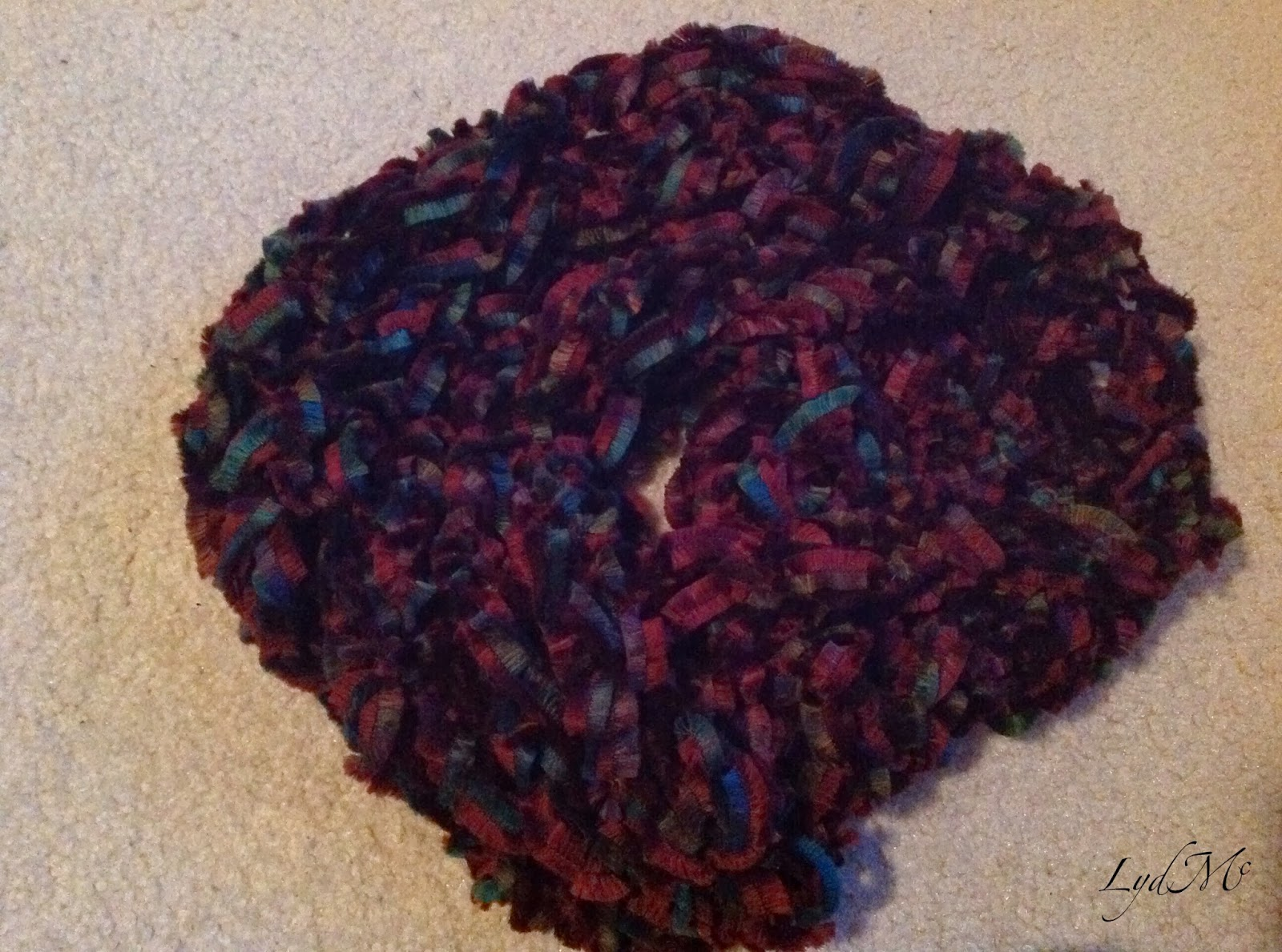 LydMc: Arm Knitting: The Literally Handmade Moebius Scarf