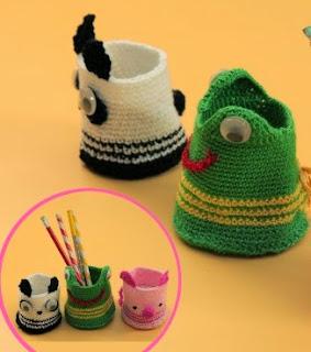 http://lasmanualidades.imujer.com/7206/portalapices-en-crochet-con-forma-de-panda