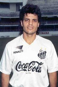 Artilheiro do Brasileirão em 1991, foi premiado pela revista Placar com a Bola de Prata. Porém só recebeu a premiação em 2008!