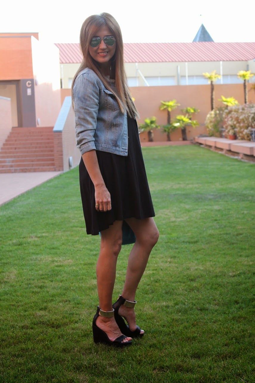 Maje, Ba Bye, Gioseppo, Juanjo Oliva, shoes, denim, street style, dress, Carmen Hummer
