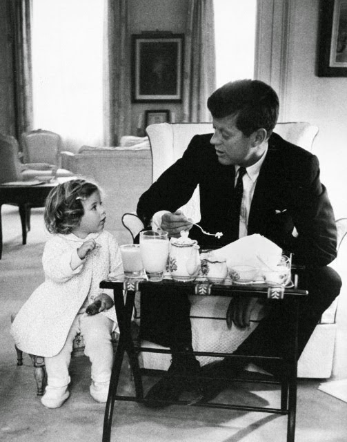 Ultimate Collection Of Rare Historical Photos. A Big Piece Of History (200 Pictures) - John F. Kennedy with his daughter