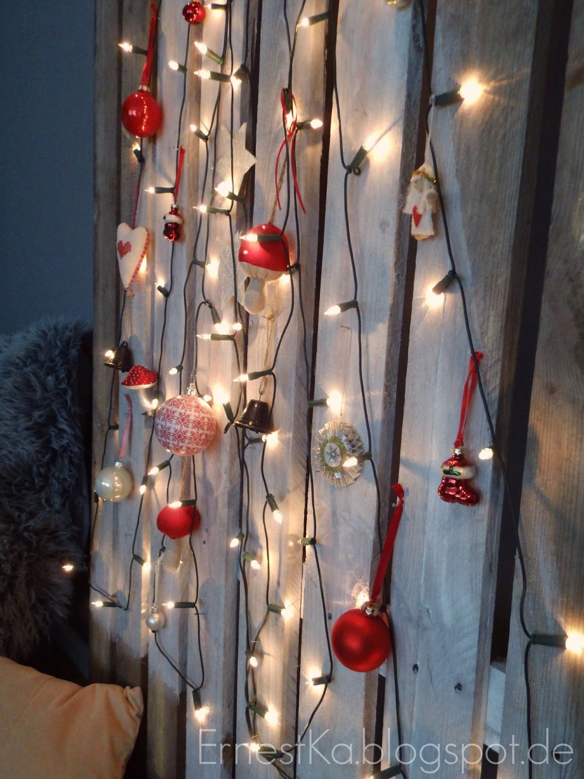 ernestka diy weihnachtsb ume aus palette und stoff. Black Bedroom Furniture Sets. Home Design Ideas