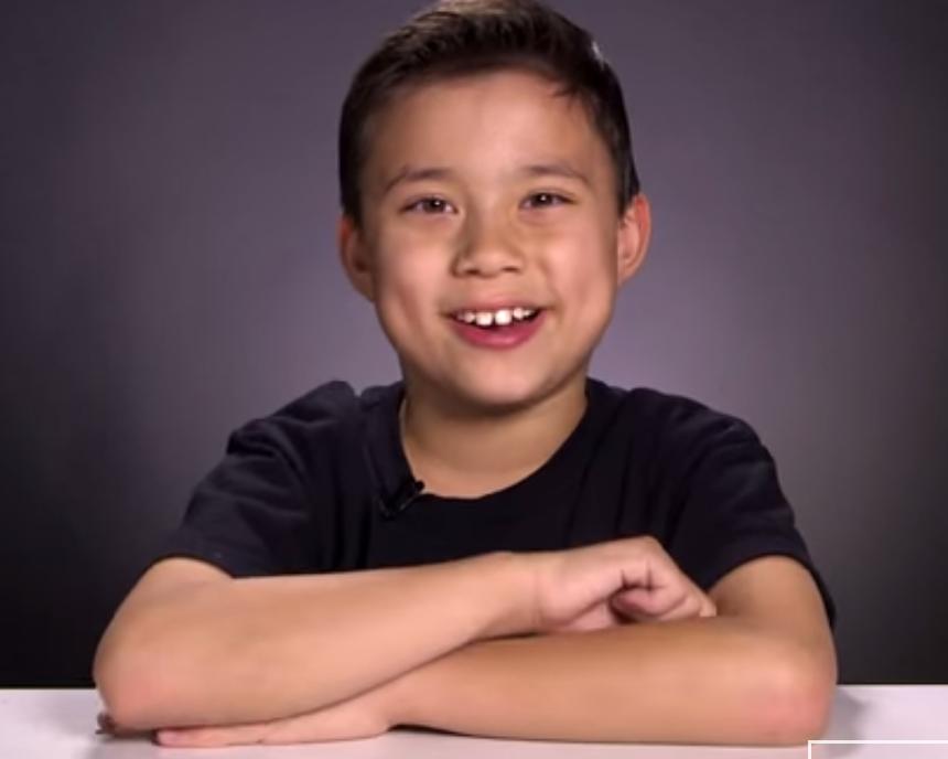كيف استطاع طفل عمره 9 سنوات من تحقيق مليون دولار على Youtube سنويا!!