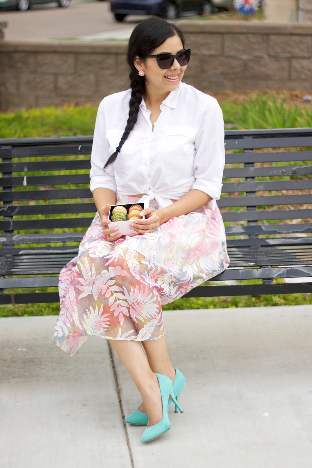 Fashion blogger in california, pastel fashion, mint and pink outfit, outfits with macarons