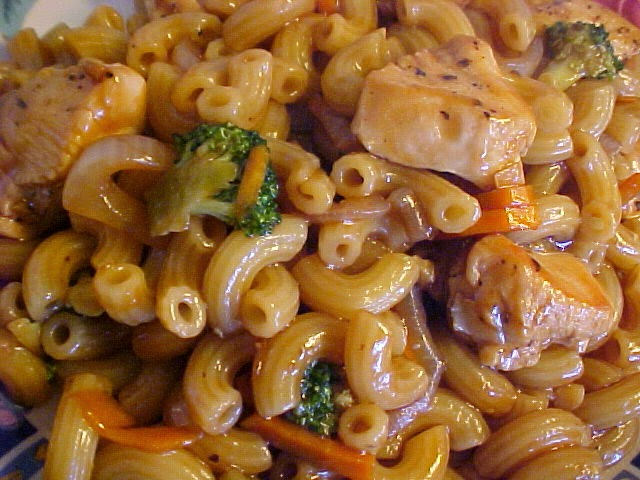 Macaroni et poulet façon Lo Mein