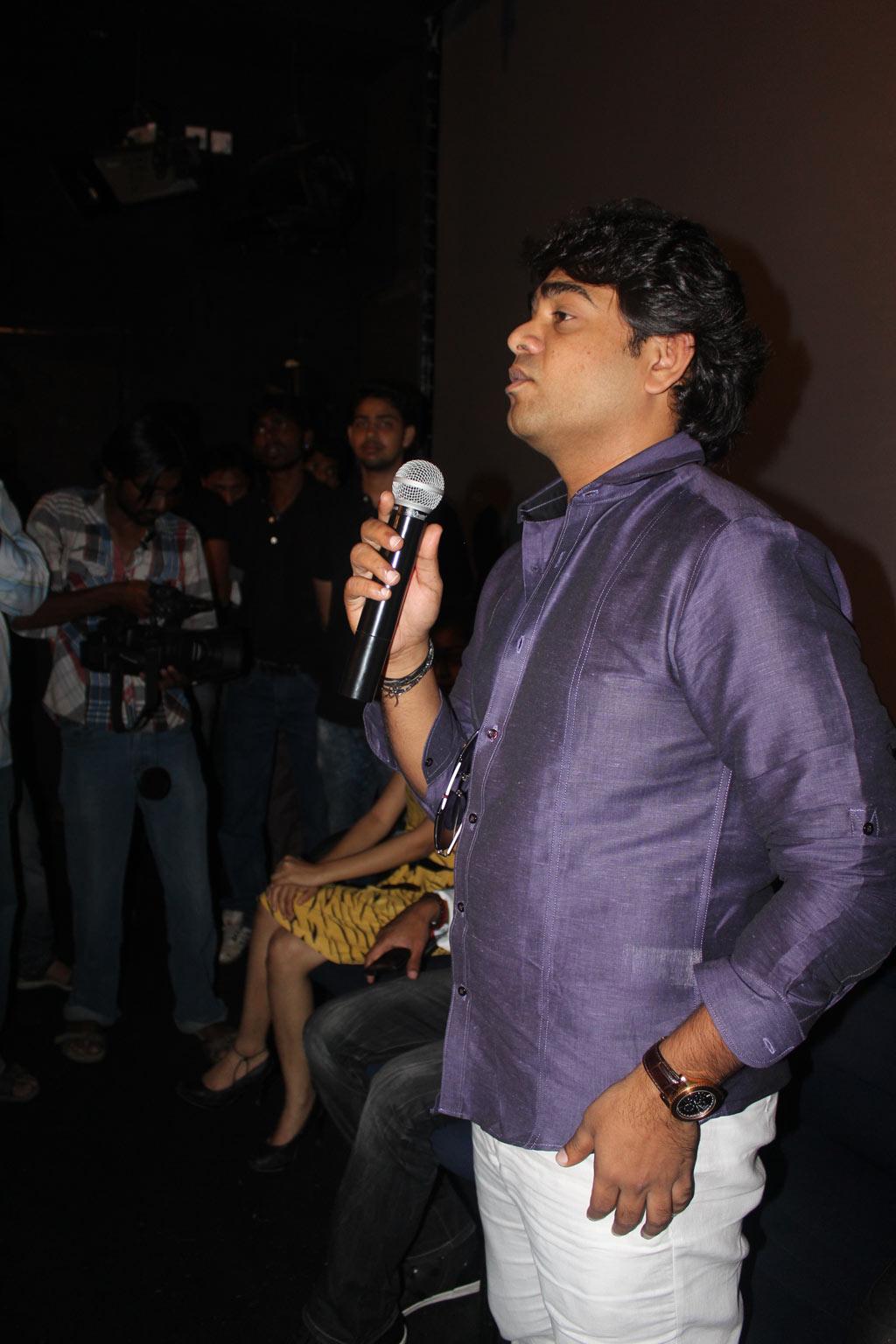 http://4.bp.blogspot.com/-_P8koLYA1GU/UF5PLVzVXHI/AAAAAAAA31E/U6LNxqUrx3A/s1600/Janani+Iyer+and+Arun+Vijay+in+PIX+5D+Cinema+Inagurates+Event+%25289%2529.jpg