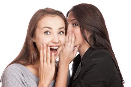 إفشاء اسرار الحياة الزوجية يؤدى الى الطلاق - woman tell a secret