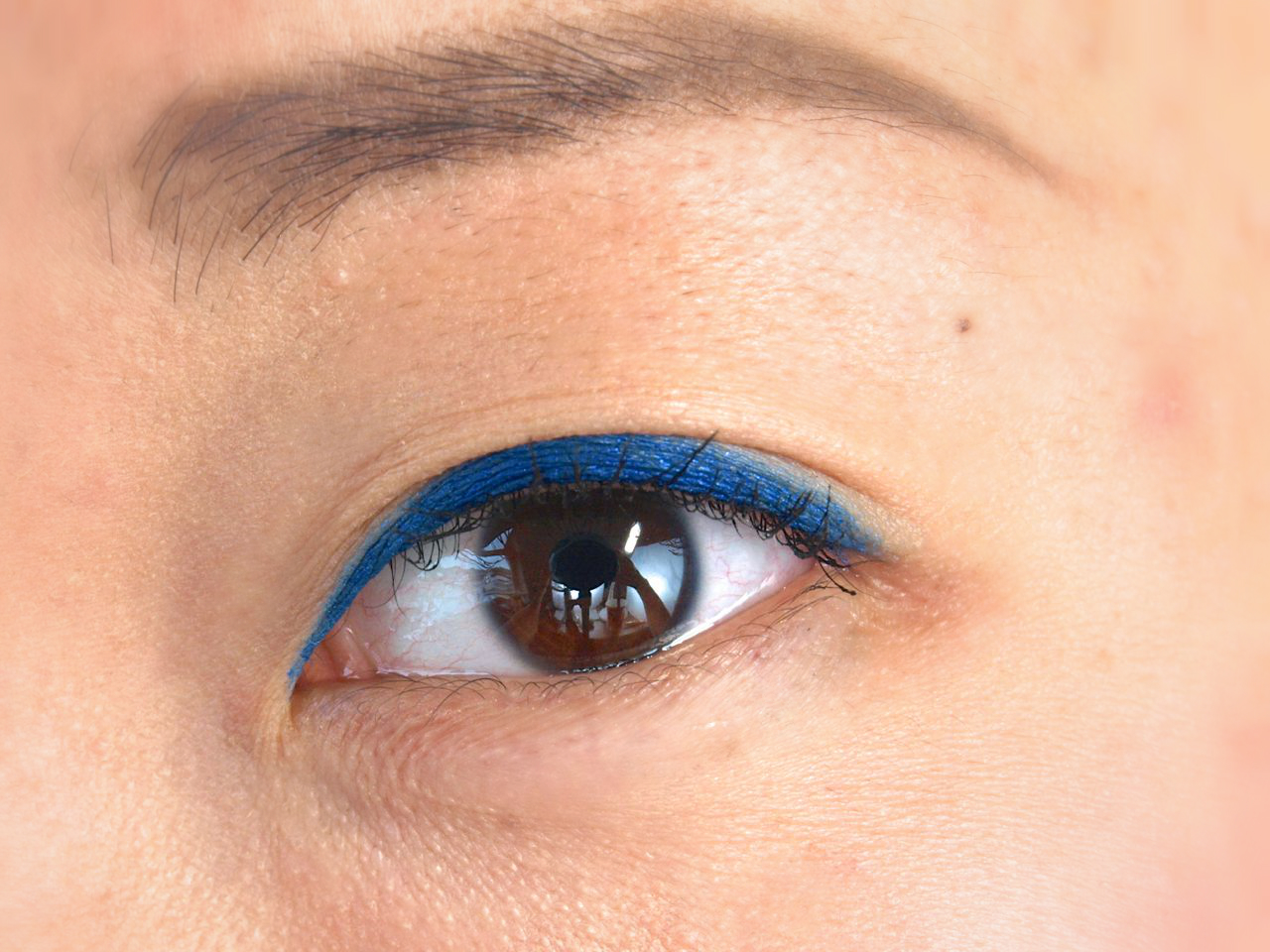 "Make Up For Ever Aqua Matic Eye Shadow Pencil in ""Iridescent Electric Blue"": Review and Swatches"