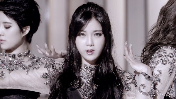 Rainbow Hyunyoung Black Swan
