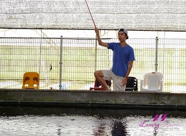 dfishing corner neo tiew lane prawning activities
