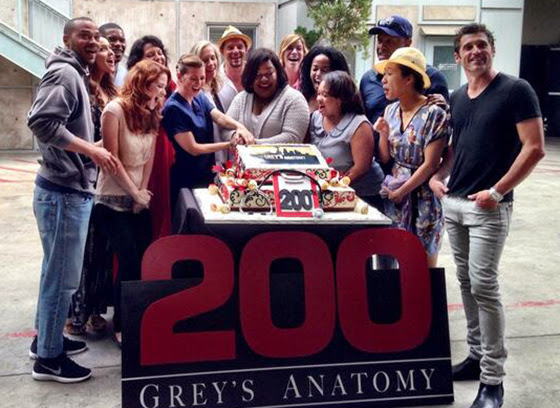 Greys-Anatomy-S10E04-Puttin-on-the-Ritz-celebrando-episodio-200