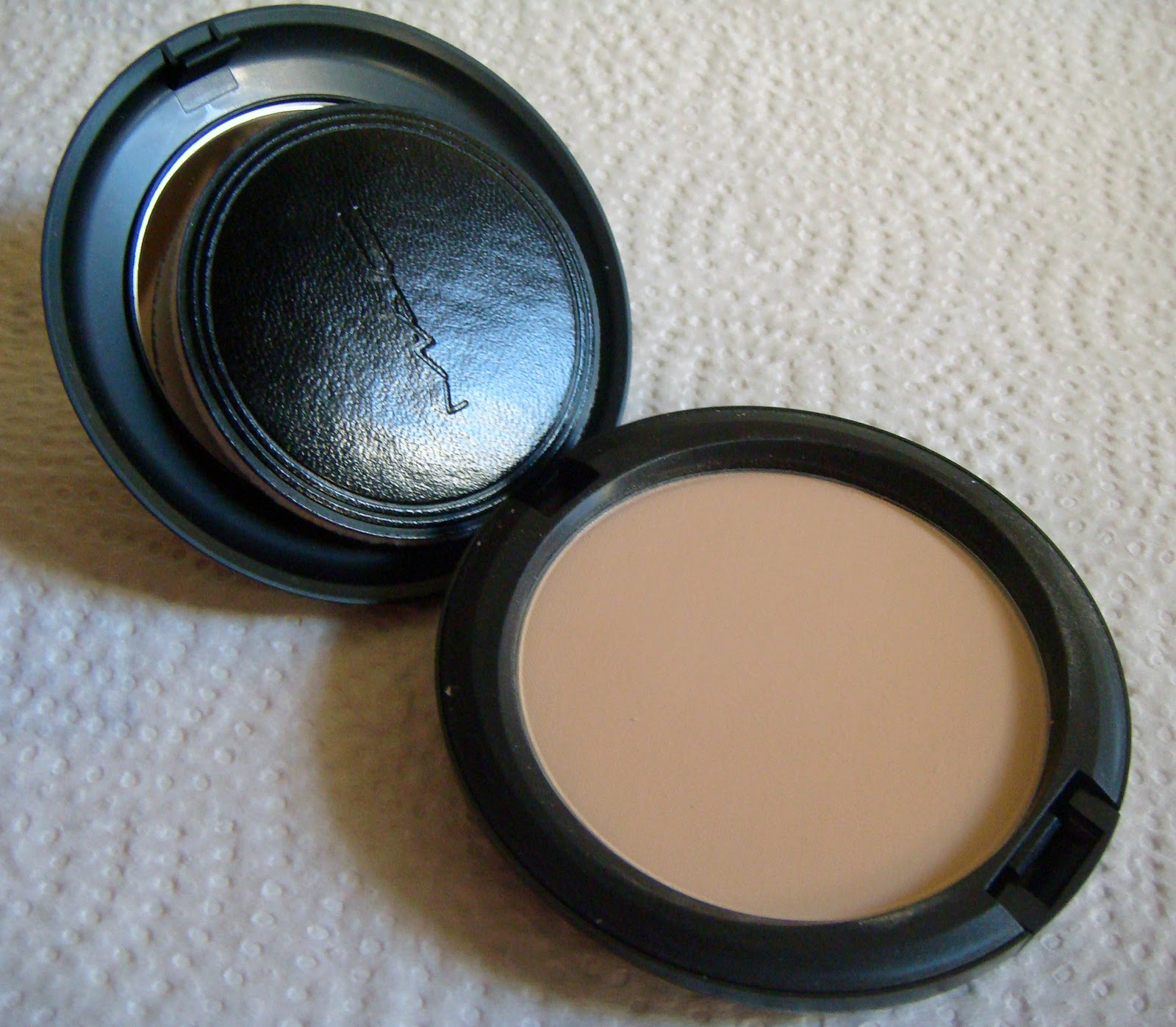 Scrapgalgr Loves Blush Basics Face Tools Revlon Touch And Glow Powder 43 Gr It Is Supposed To Be Like A Setting Mist After The Makeup Application Blend Everything Seamlessly Together