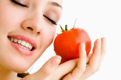 Tomat ampuh menghilangkan jerawat