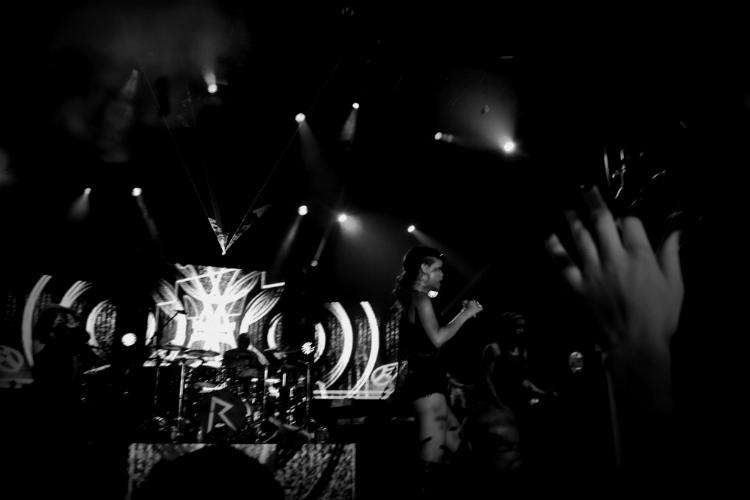 show rihanna band stage