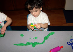 Making a long snake with outr play doh
