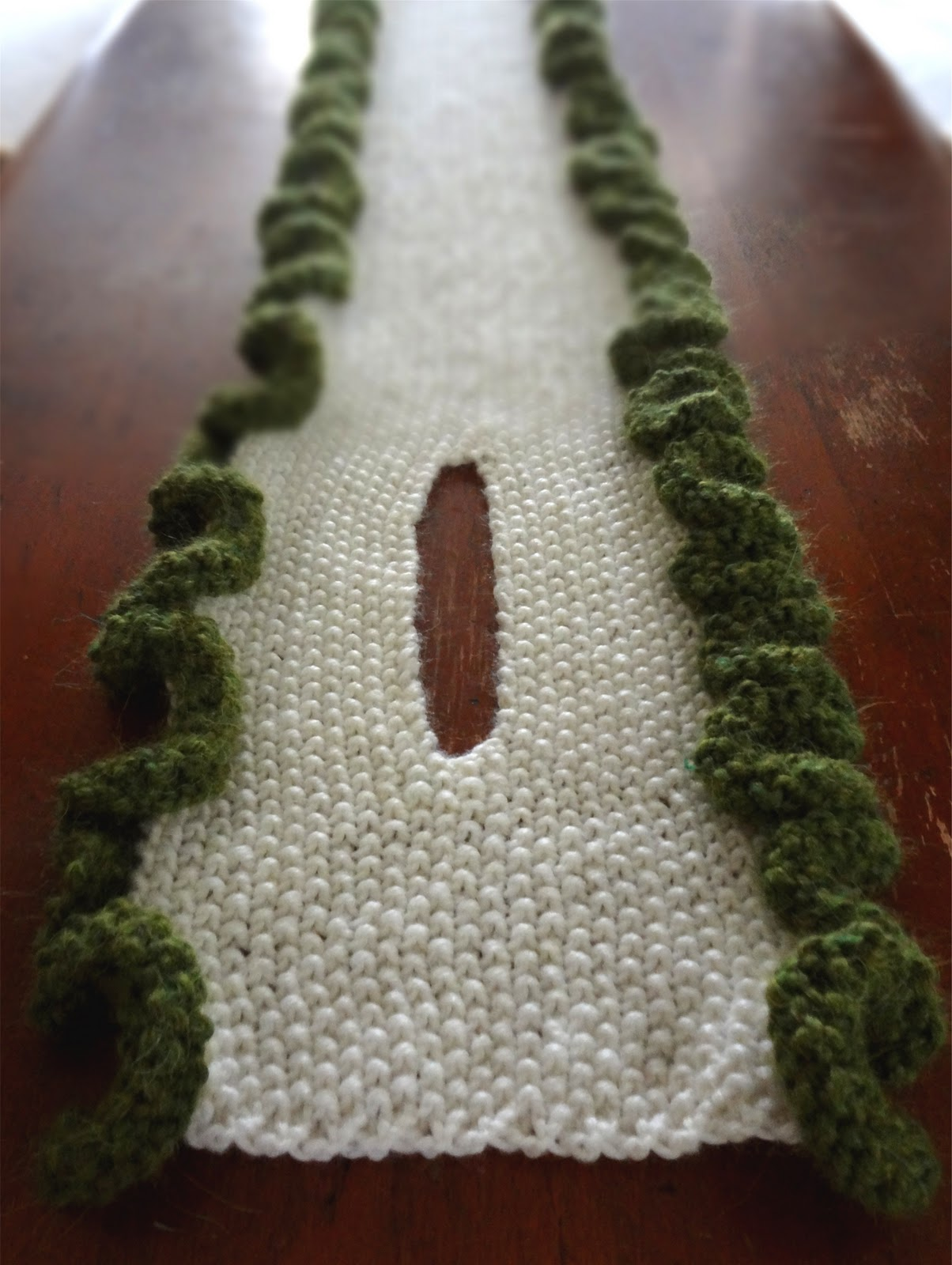 Will Knit For Beer: Ruffled Edge Scarf Pattern
