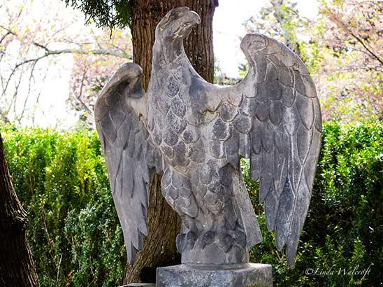 statue of eagle