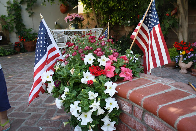 memorial day, patriotic garden decor