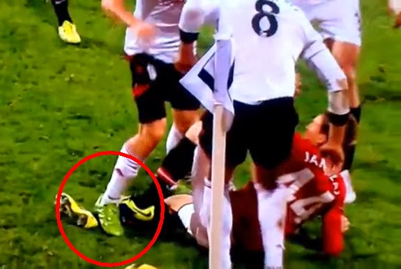 The foot of Manchester United's Adnan Januzaj is being stomped by Fulham player Sascha Riether