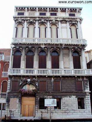 Bonito edificio de Venecia en Italia