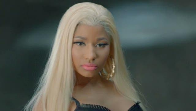 Nicki Minaj And Chris Brown Kissing Nicki minaj - right by my side Drake Kissing Lil Wayne On Stage