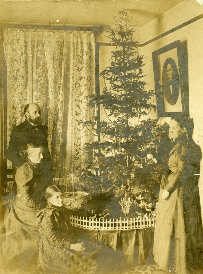 Rare vintage photos of christmas from the victorian era