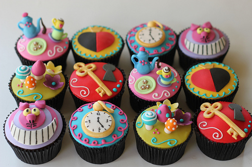 Alice-in-Wonderland-Cupcakes jpgEasy Alice In Wonderland Cupcakes