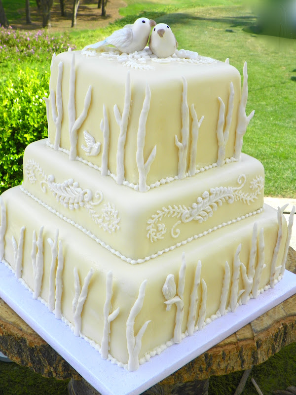 Plumeria Cake Studio: Lovebirds Wedding Cake