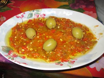 slata mechwiya, slata michwiya, salade, salade mechouia, tomate, poivron, oignon, olive, tunisienne, recette