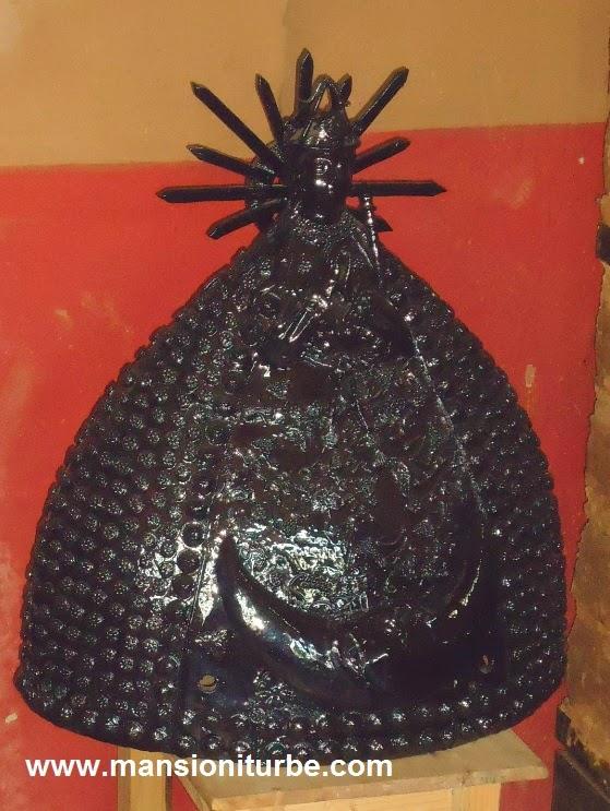 Virgen de barro negro vidriado en Santa Fe de la Laguna