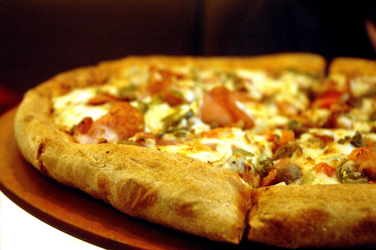 DUDE FOR FOOD: Food News: Papa John's Big Bonanza Christmas Trio