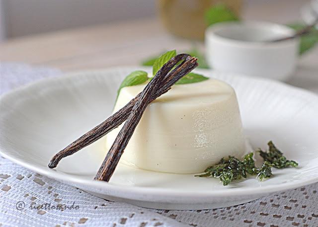 ricetta di Budino alla vaniglia senza uova con sciroppo di menta