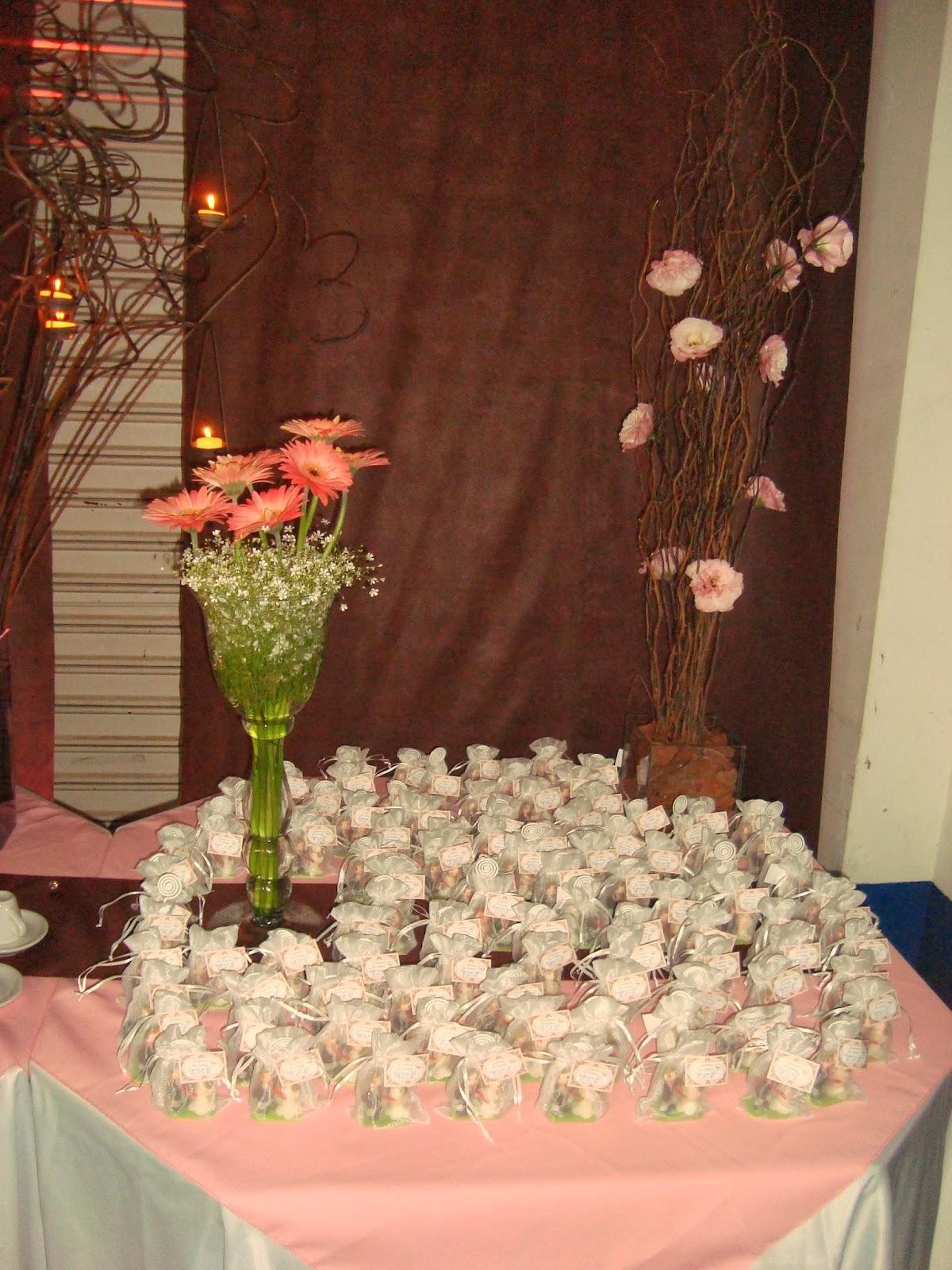 mesa de lembrancinha mesa de café decoração salão
