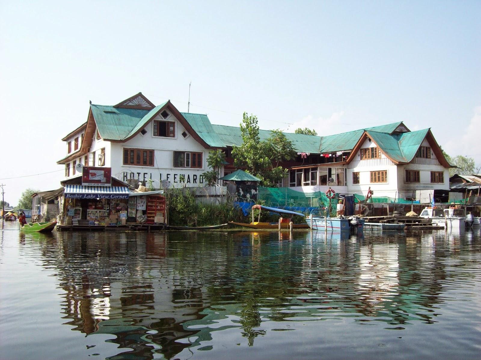 El Laureate Sir V S Naipaul Stayed In Hotel Leeward Liward Dal Lake Of Srinagar Kashmir