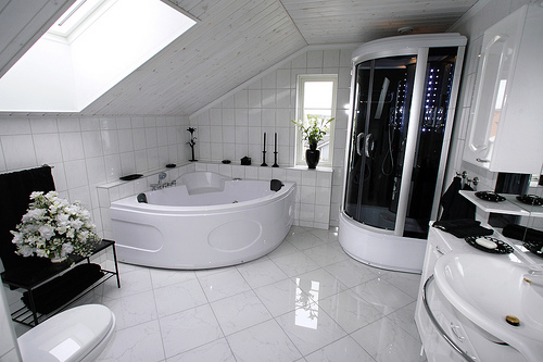 Modern house decoration ideas bathroom home decorating for Decoration for homes modern