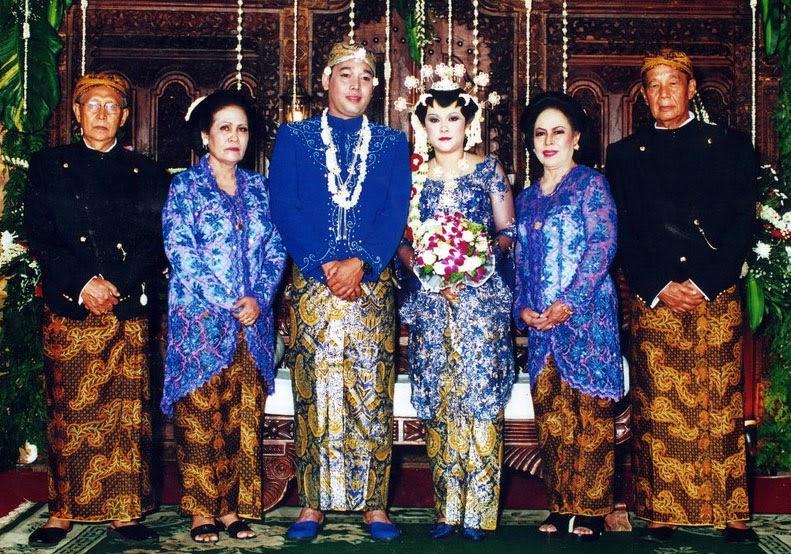 Pakaian adat pengantin Jawa Tengah