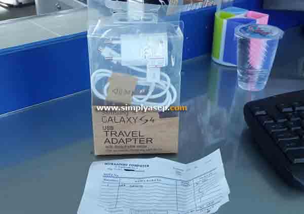 Inlah tampilan Samsung Travel Charger tidak jelas yang saya beli dari sebuah toko. Harganya 35 ribu rupiah.  Keliatan keren. Begitu dipake langsung meletup.  Foto Asep Haryono