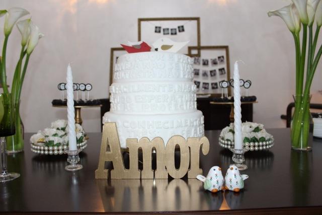decoração, noivado, real, preto e branco, dourado, mesa do bolo, letras amor