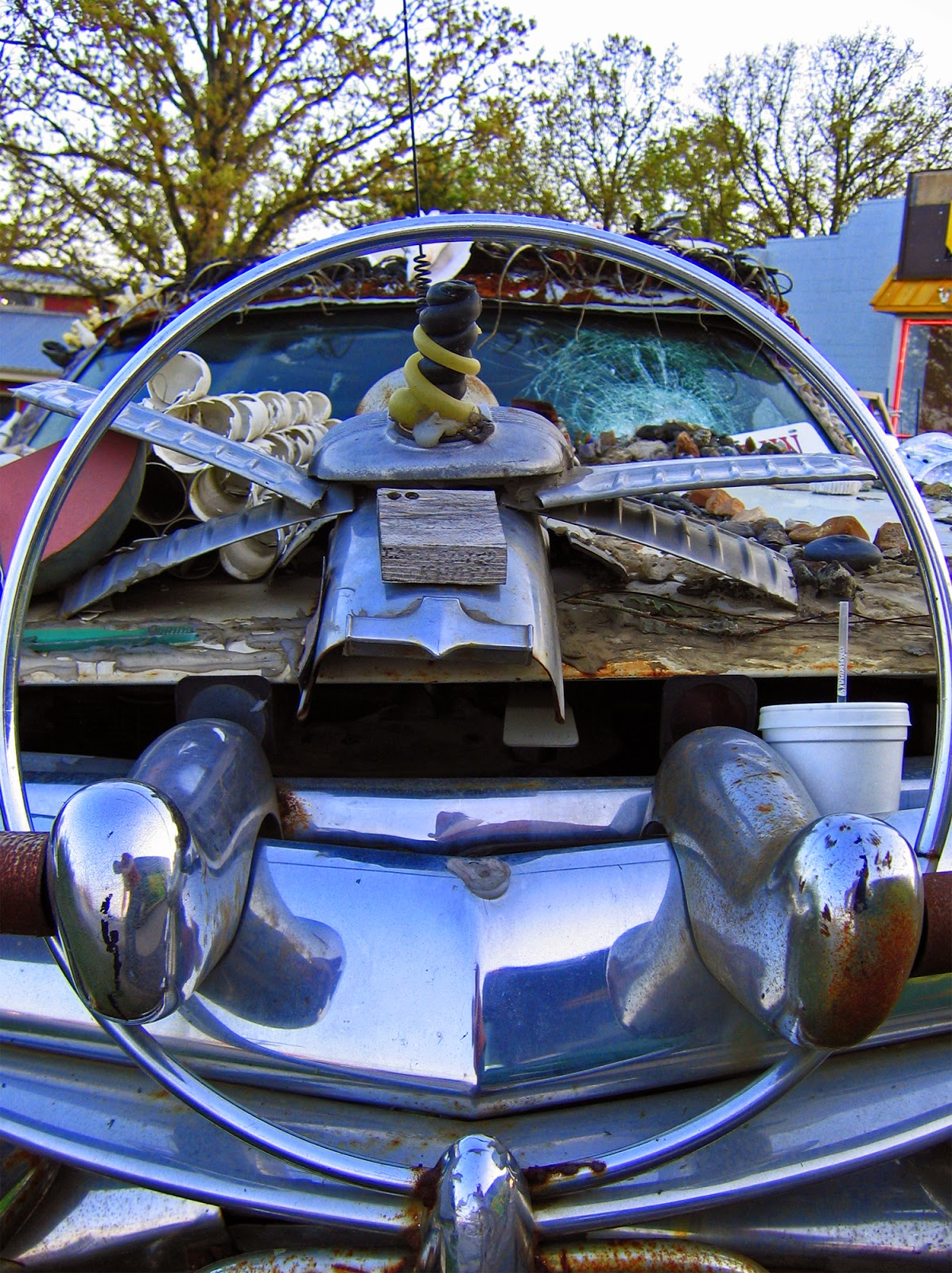 Neato Coolville: THE JUNK ART CAR OF BRANSON