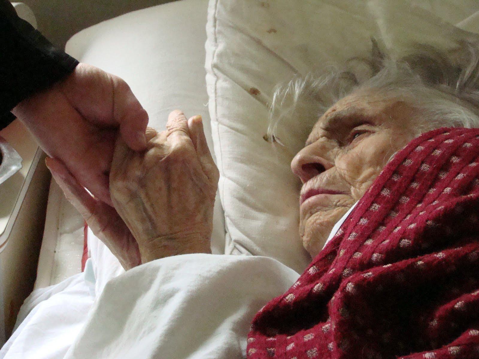 Старик и медсестра 12 фотография