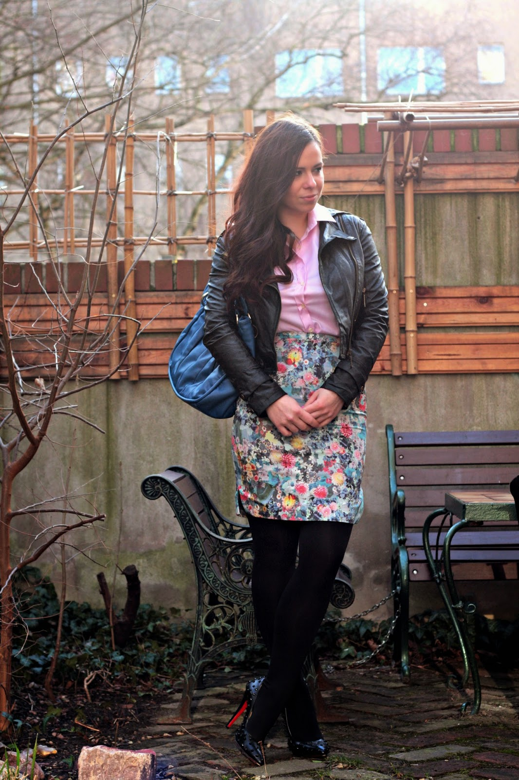 cobalt blue bag, pastel floral skirt, powder pink shirt, black faux leather jacket, spiked louboutin stilettos, berlin, fashion blogger, style class, bloggers, cute hairstyle, custom made shirt, pencil skirt, H&M, Rosegal jacket, blue christian dior bag