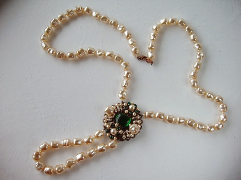 Long necklace emerald green and pearl Eesti disain ehted Estonian design jewelry ビジュー bijoux collier sautoir