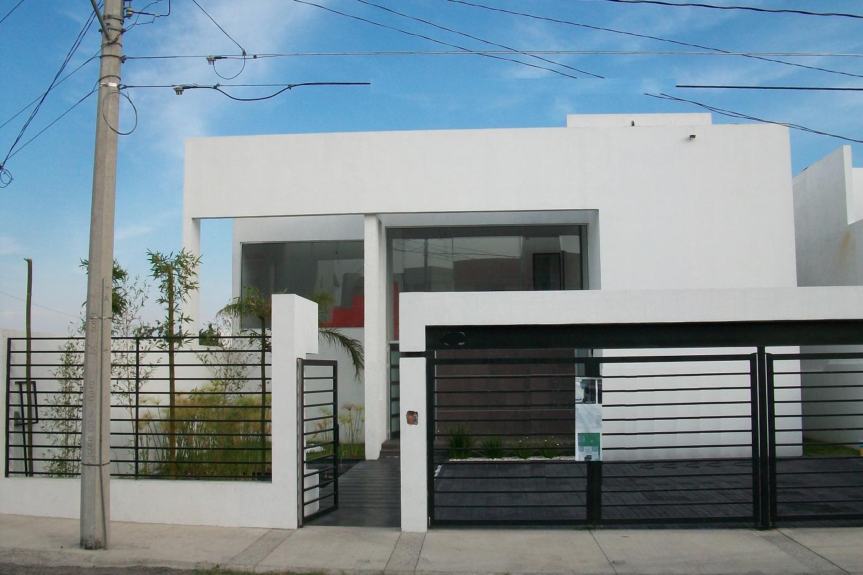 Fachadas casas minimalistas publicado por for Casas minimalistas 180m2