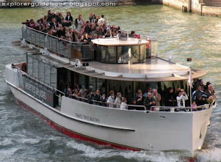 Vedettes de Paris sightseeing cruise