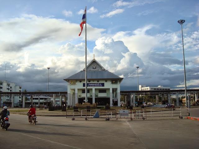 Passer la frontière à Songai Kolok - image du poste frontière