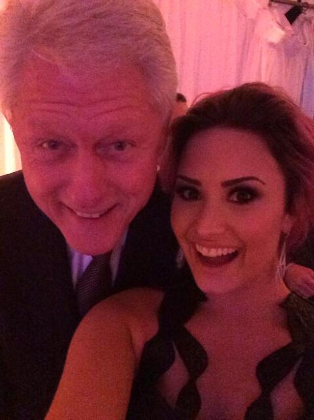 Imagen de Demi Lovato con Bill Clinton